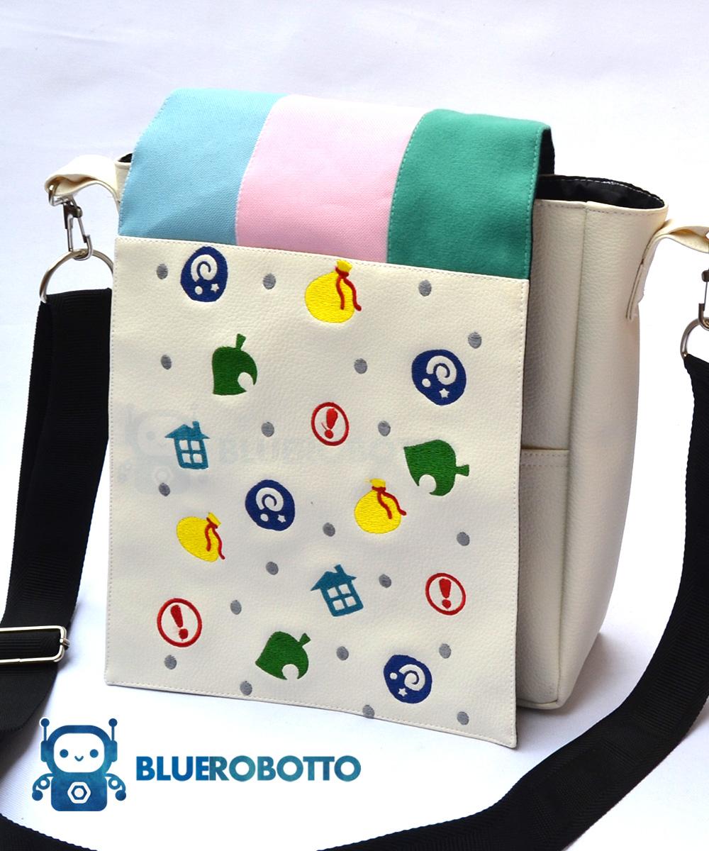 Crossing items messenger bag